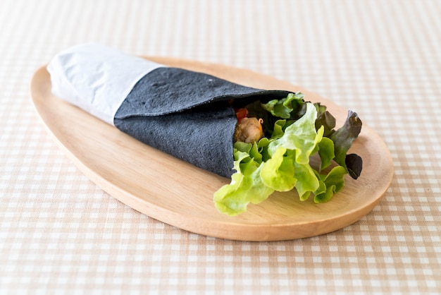 Wrap salad roll