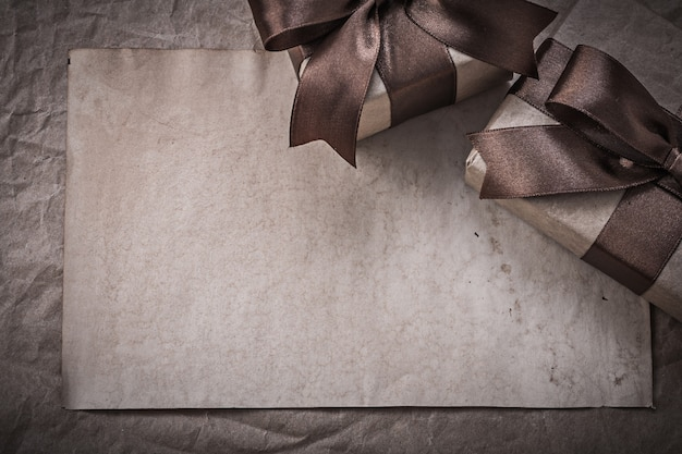 포장지 축 하 개념의 포장 된 giftboxes 시트
