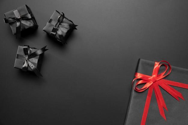 Composizione di regali avvolti con lo spazio della copia