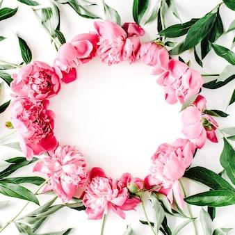Венок из розовых пионов