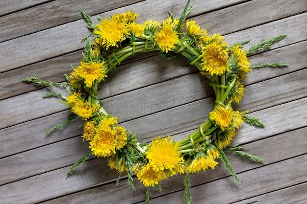 タンポポの生花の花輪
