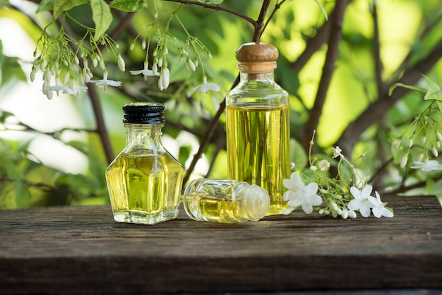 Wrightia religiosa 꽃과 자연 배경에 에센셜 오일.