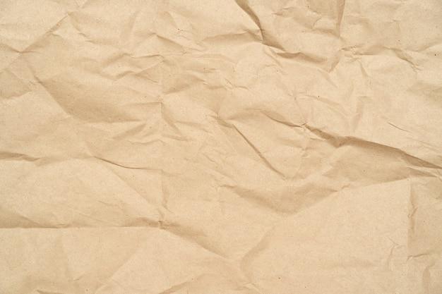 しわ、しわくちゃ、茶色のクラフト再生紙、背景として段ボール