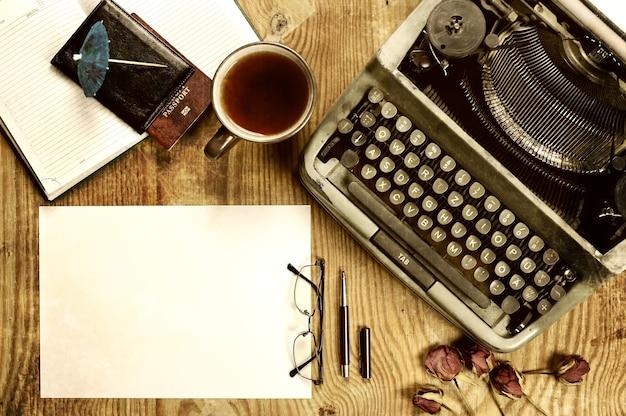 Писатель настольный с пишущей машинкой ретро