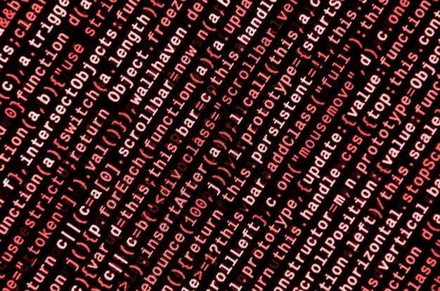ラップトップ上でプログラミングコードを書く。コンピュータ画面上のデジタルバイナリデータ