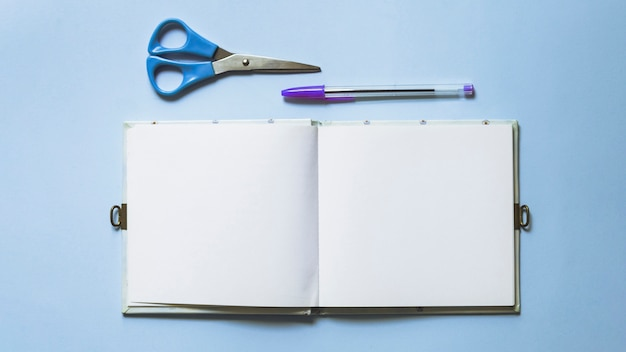 Writing set with scissors and notebook