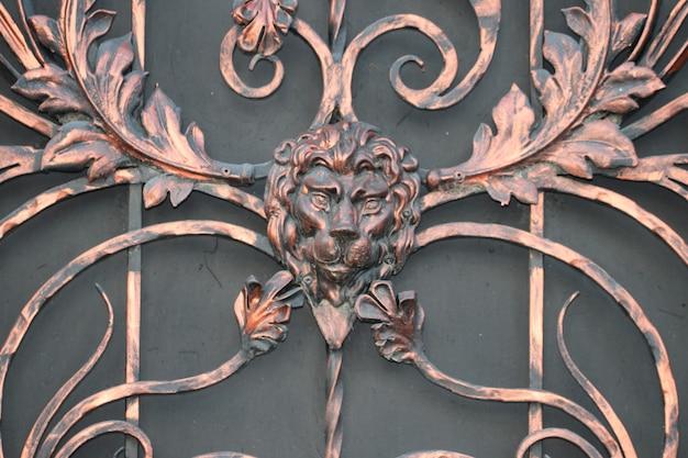 錬鉄製のゲートフェンスの昔ながら。保護