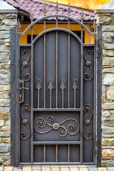 Кованые ворота, ковка, кованые элементы крупным планом