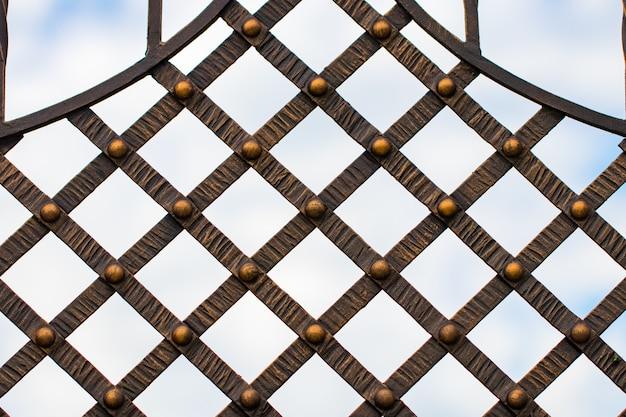 Кованые ворота, орнаментальная ковка, кованые элементы крупным планом
