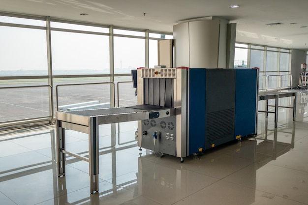 X-ray scanner baggage and metal detectors with conveyor belt