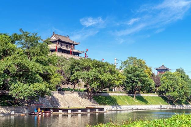 Городская стена сиань - самая полная древняя городская стена в китае.
