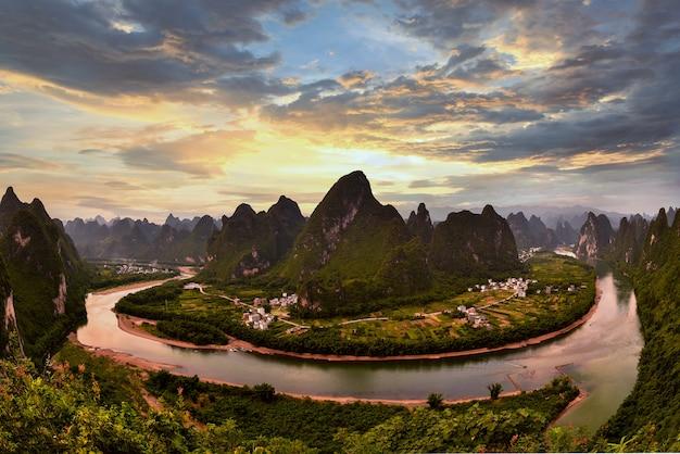 桂林、李川、カルスト山脈の翔宮の丘の風景。