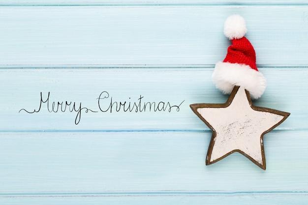 Рождественские украшения на деревянном столе