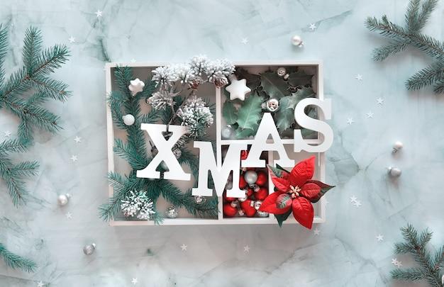 ホワイトボックスのクリスマス装飾。