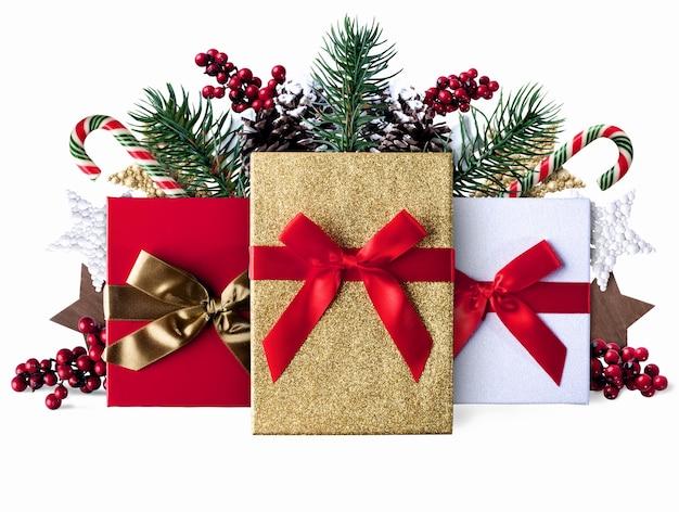 キャンディースターと松ぼっくりをプレゼントするクリスマスグランジ装飾