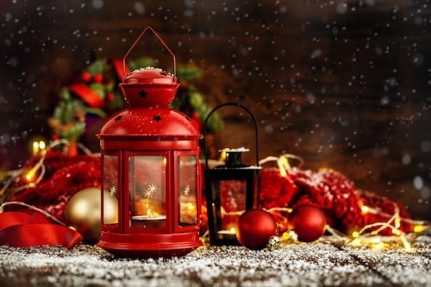クリスマスの灯籠とボール