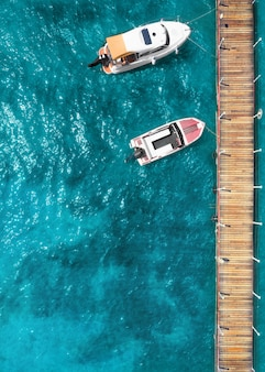 Яхта и катер на море