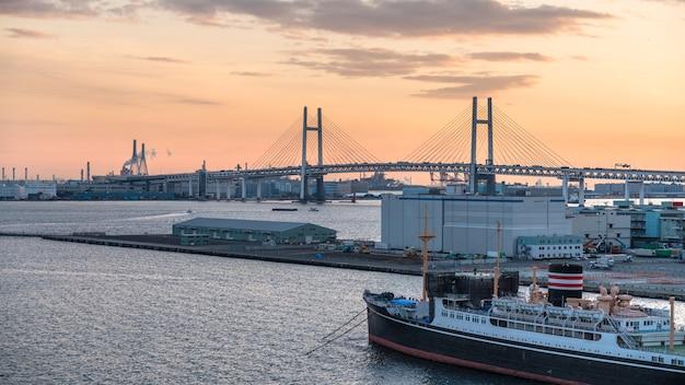 シーポートでのヨットクルーズ船の航海