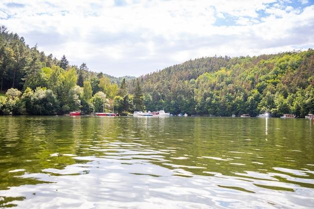 ヴルタヴァ川ボヘミアチェコ共和国のスラピダムのヨットハーバー
