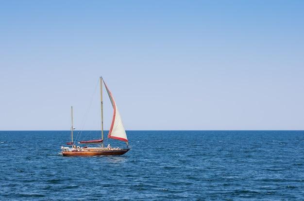 外洋のヨット