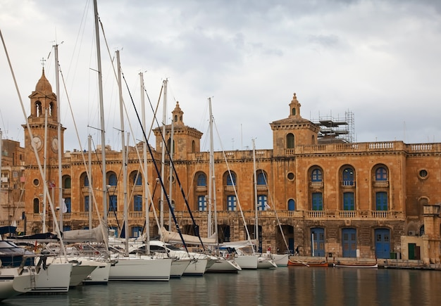 Yacht in dockyard creek di senglea