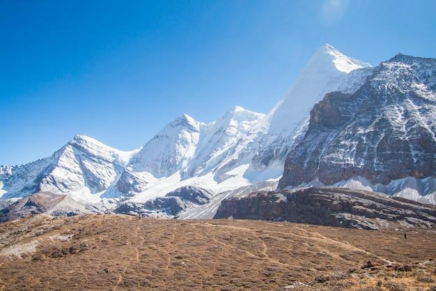 Yading国立公園、中国で雪の山