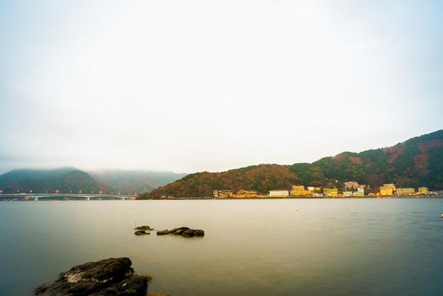 山梨、日本 -  11月22日:山梨、日本の河口湖
