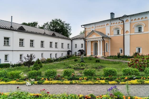 구세주의 변형 및 성 varlaam의 khutyn 수도원의 마당. 러시아, novgorod veliky