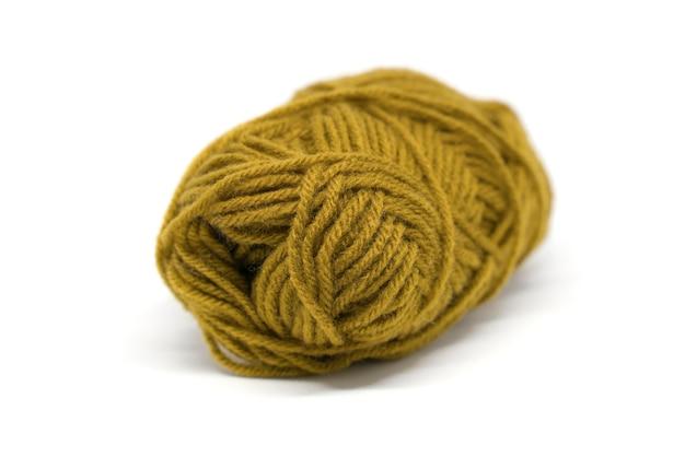 白い背景で隔離の毛糸。