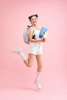 うん、合格!クレイジーな女子高生の肖像画は、キャンパスで最高のテストの学生に優れたマークを付けました