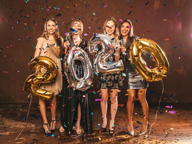 スタイリッシュなセクシーなパーティードレスで新しいyear.happyゴージャスな女の子を祝う美しい女性