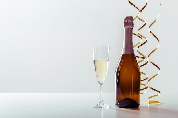 シャンパンと大years日のお祝いの背景