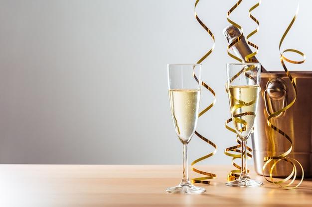 シャンパンと大years日のお祝い背景