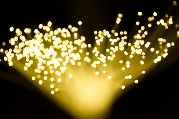 光ファイバーによる黄色の抽象的な三角形