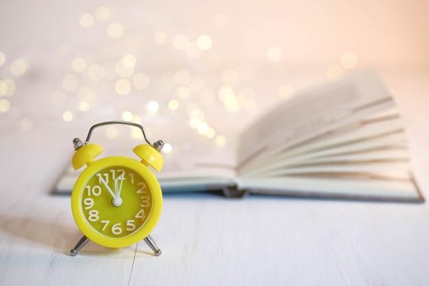 黄色の目覚まし時計