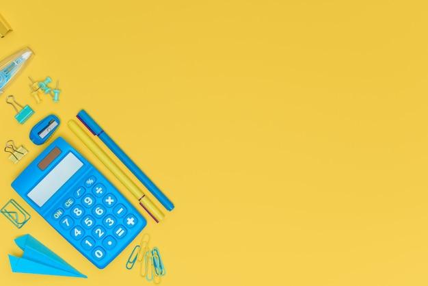 Желто-синяя концепция образования обратно в школу или концепцию офисных поселений
