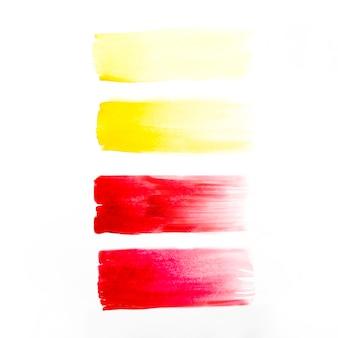 黄色と赤色の線が引かれる