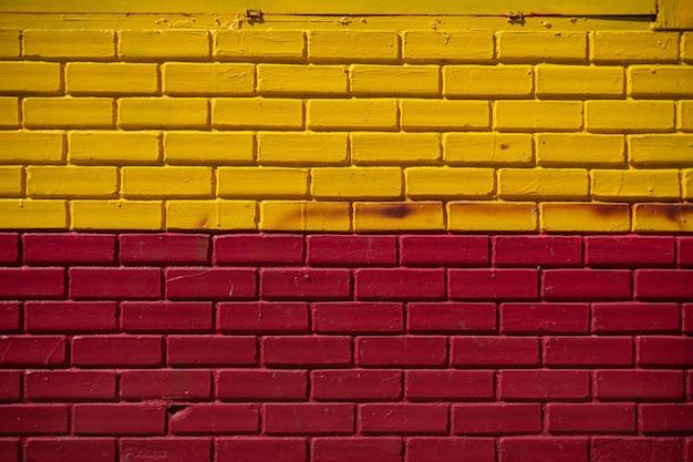 黄色と赤赤の壁のテクスチャの背景