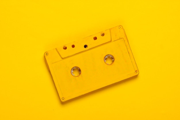 黄色の黄色のオーディオカセット