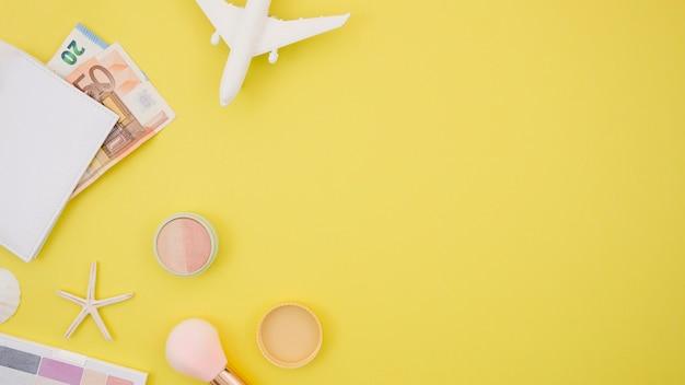 コピースペースと黄色の背景