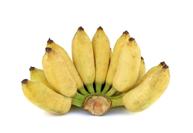 白い背景の上の黄色いバナナの束