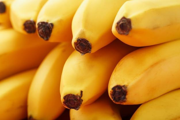 黄色いバナナのクローズアップ、フルスクリーンのマクロ。健康的な果物