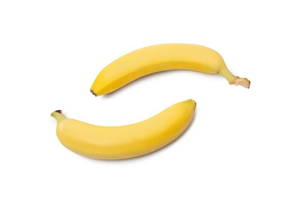 Желтые бананы, изолированные на белом фоне с обтравочным контуром