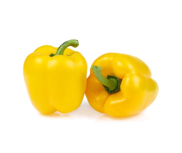 白い背景で隔離の黄色のピーマン