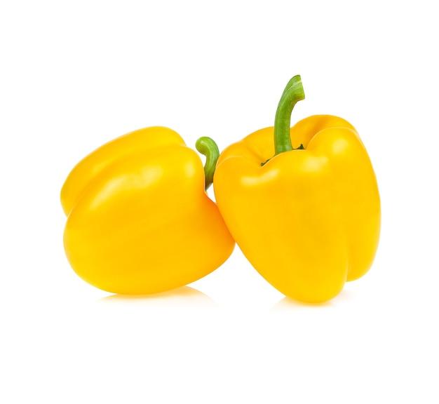 白で分離された黄色のピーマン