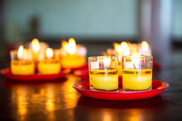 Желтое стекло свечи