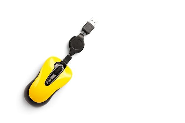 白で隔離黄色のコンピュータマウス