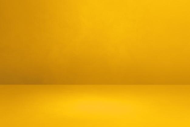 Желтый бетонный интерьер фон. пустая шаблонная сцена