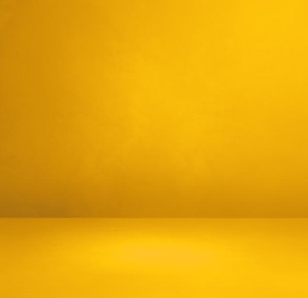 Желтая бетонная внутренняя стена. пустая шаблонная сцена