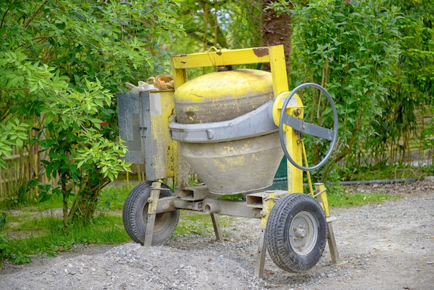 黄色のコンクリートミキサー
